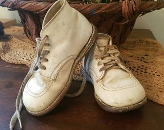 Vintage Baby Shoes, OLD White Baby Shoes, Leather Toddler Shoes