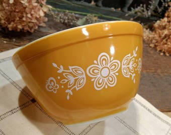 Vintage Small Pyrex Mixing Bowl in Butterfly Pattern / Nesting Bowl / Butterscotch Color / Gold / Floral