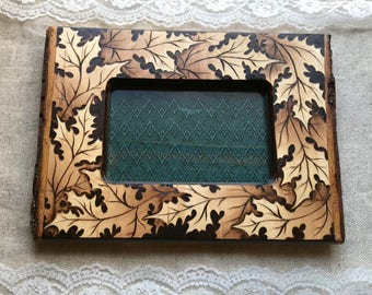 Woodburned photo frame - 4x6 - Oak leaves