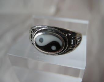 Yin Yang White Black Sterling Ring Vintage Enamel 925 Silver Filigree Size 6 3/4
