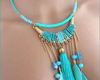 Collier-plastron Turquoise - Perles, pompon, chaines et plumes - Tendance !