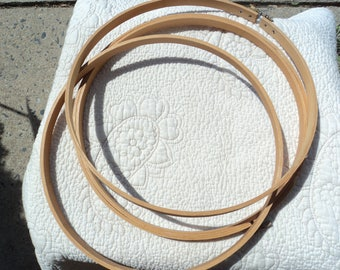 Wooden embroidery hoops with metal screw closure/Nine different sizes