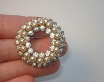 Pearl and Rhinestone Wreath Brooch - Vintage Round Silver Tone Bridal Pin - Retro Costume Jewellery - 1960s
