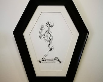 Coffin frame featuring William Cheselden (1688–1752) Praying skeleton print