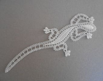 Salamander white lace 13.5 x 4.5 cm