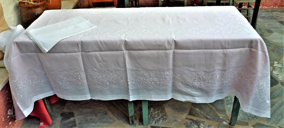 White Tablecloth With Satin Stich Embroidery Table Topper Home Decor Silk  Thread