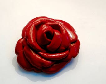 leather crust: shiny red flower brooch