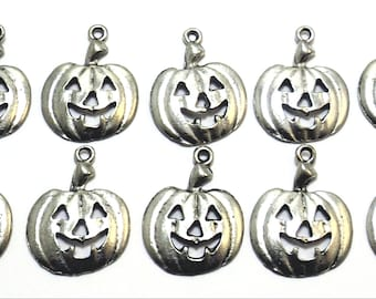Ten (10) Pewter Pumpkin/Jack-o-Lantern Charms - Free Shipping to US - (5225)