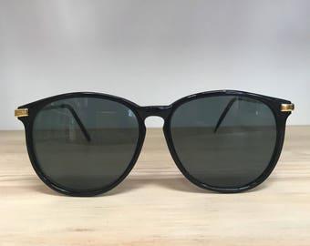Black round circular vintage sunglasses