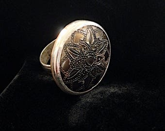 Sorrows Flown. Sterling silver ring with vintage button.