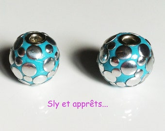 4 round metal beads and turquoise 18mm resin