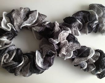 scarf ruffles gray/black/white