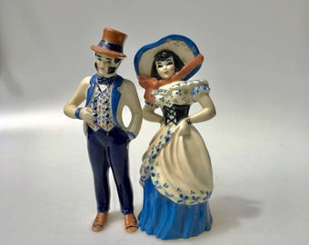 Vintage statuesof a southern gentleman and a southern lady would be perfect for a cake topper