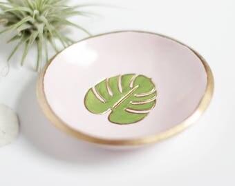 Monstera Leaf Jewelry Dish / Personalized Ring Dish / Wedding Ring Holder / Beach Wedding / Bridesmaids Gift / Hawaii Wedding