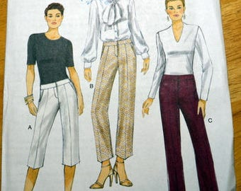 Uncut Vogue 9131, Misses' Pants and Shorts pattern, multi-sized pattern 14 to 22
