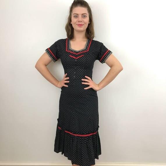 vintage floral dress flowery teadress chintz ditsy print swiss style tirolian 1980s does 1940s UK 8 6 black red