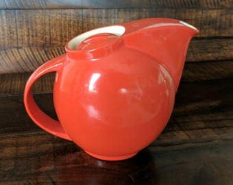 Rare Cherrytone Red refrigerator pitcher with lid by Universal Cambridge Ohio. Stamped.