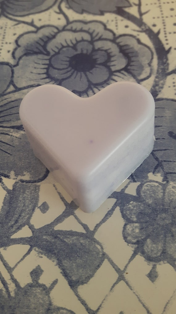 Blueberry and vanilla wax melts.  Vegan eco friendly soy wax melts.  Hand poured scented soy wax melts for oil burners.  Made in Wales