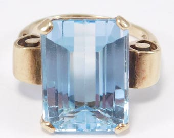 Retro Emerald Cut Topaz Ring 12 Carats Beautifully Faceted 10K