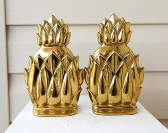 Vintage VIRGINIA METALCRAFTERS Brass Pineapple Bookends, Hollywood Regency Mid Century Decor, Solid Brass Pineapples, Brass Gold Pineapple
