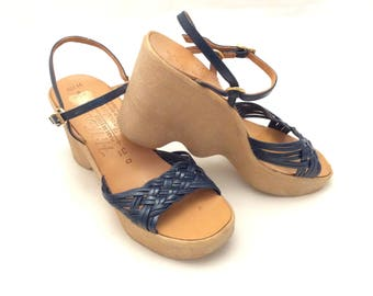 Vintage Famolare Hi There sandals navy blue retro size 7 Italy funky strappy