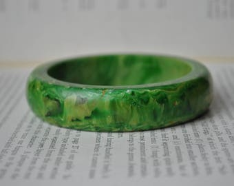 Vintage Green Bakelite Bangle - 1940s Marbled Bakelite