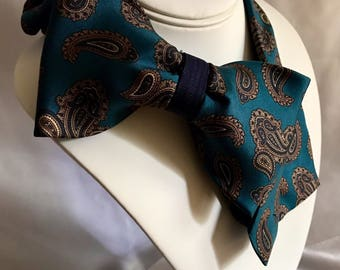 Tie Couture: Side Tie #134