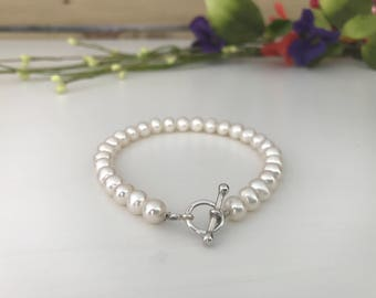 Freshwater pearl bracelet with sterling silver T Bar clasp