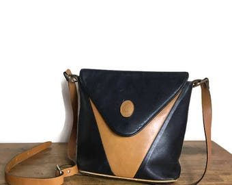90s leather shoulder bag // black and tan leather purse // two tone leather crossbody bag // 90s handbag // black brown leather purse
