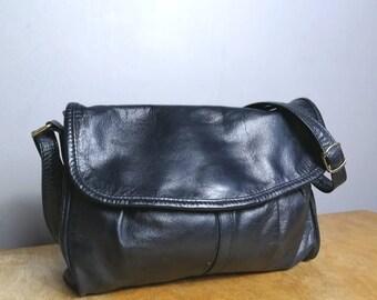 Vintage navy leather purse / boho 80s leather handbag / dark navy blue leather shoulder bag / retro leather bag / dark blue leather purse
