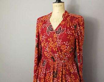 Vintage red tea dress / long sleeve boho dress / 70s boho dress / 40s style dress / V neck dress / slinky long sleeve mid length dress.