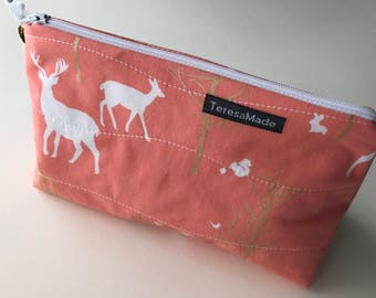 Stand Up Deer Zip Pouch