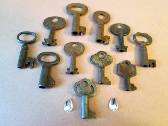 11 Assorted Small Antique & Vintage Metal Keys for your Home Projects - Steampunk Art - Jewlery Making - Metal Working