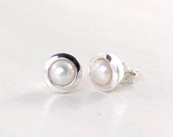 White pearl earrings Sterling silver pearl stud earrings Freshwater pearl jewelry June birthstone Modern pearl earrings 10 mm studs