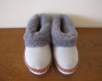 Sheepskin slippers / SIZE EU 43 = US 9 / Fur Moccasin / slippers for men ,women / Warm slippers / Gift for men