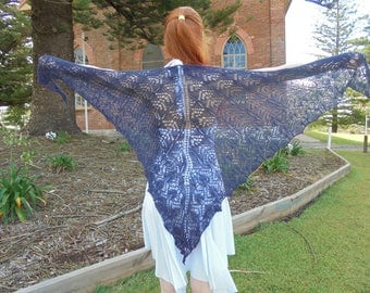 Knitted lace triangular shawl