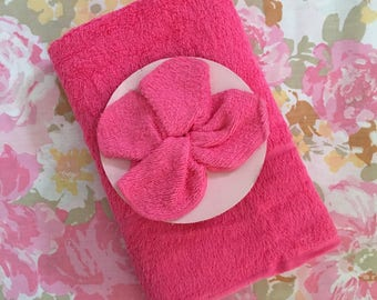 Vintage New unused HOT PINK NOS bath towel and flannel