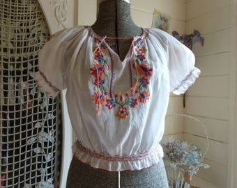 Vintage 1930's 40's White Batiste Floral Embroidered Bohemian Hungarian Peasant Blouse Top