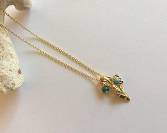 """Collier minimaliste fine chaine or, pendentif flèche et pierres turquoises : Modèle """"Olya"""""""