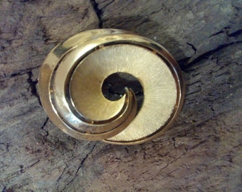 Vintage 1950s 1960s Crown Trifari Abstract Brushed Gold Tone Swirl Brooch