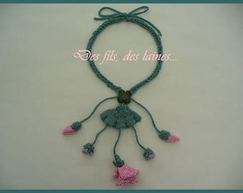 Knit and crochet necklace with knitted roses and crochet buds, crochet jewelry, knit jewelry, knitted flower, knitted rose flower necklace