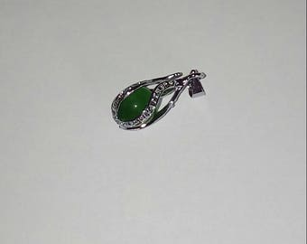 X 1 silver pendant and green cat's eye bead
