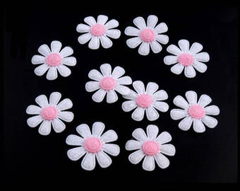 10 white felt daisies pink 27 mm