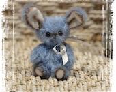Tilou lapin d'artiste miniature 6cm collection fait main pièce unique OOAK peluche sculpture textile