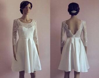 Short wedding dress with sleeves/ Long sleeves lace wedding dress/ open back lace wedding dress/ v back/ nude/ retro/ Robe de mariée courte