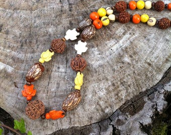 Ethnic necklace with howlite turtles and exotic seeds (acai, palm, Rudraksha)