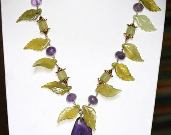 Necklace stones semi/pécieuses color violet purple and green almond