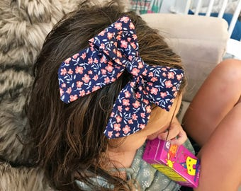 """SALE- Navy Buds  : """"retro"""" bow on clip"""