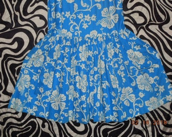vintage unbranded blue and white hawaiian 50's petite small dress
