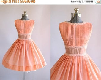 BIRTHDAY SALE... Vintage 1950s Dress / 50s Cotton Dress / Peach Pleated Dress w/ Crochet Trim S